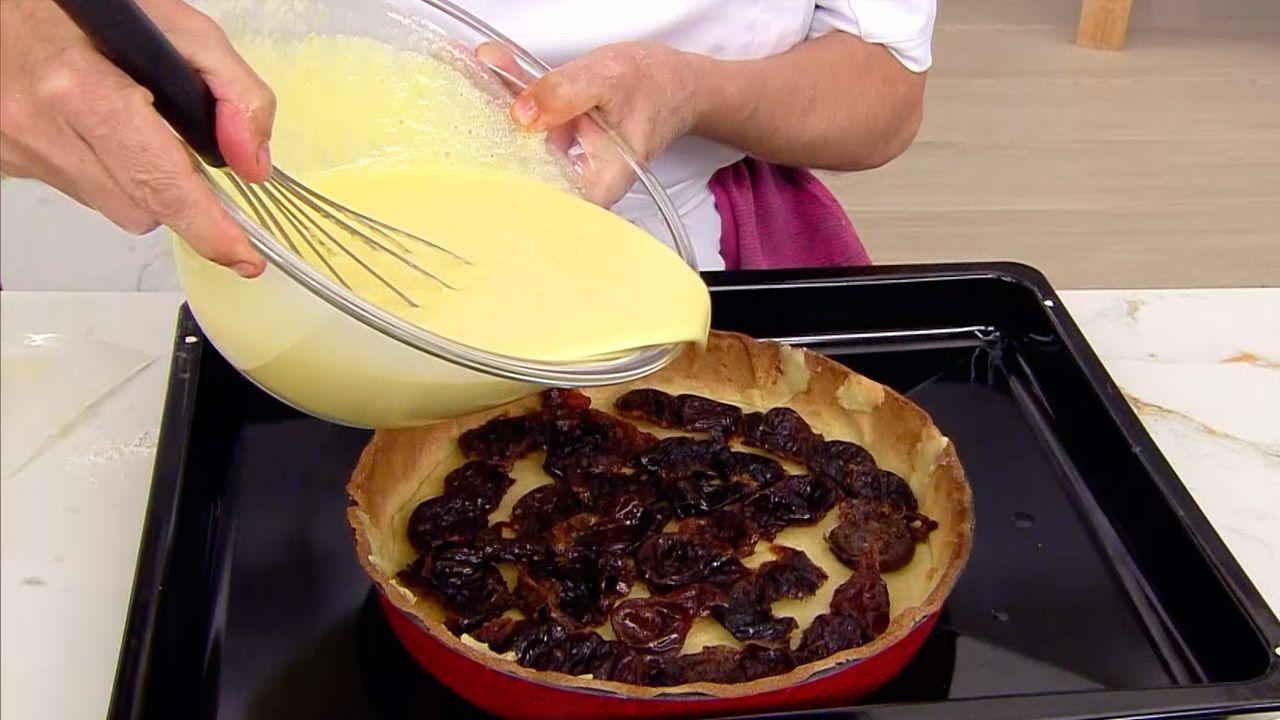 Tarta de ciruelas pasas: un postre fácil al horno de Eva Arguiñano - paso 5