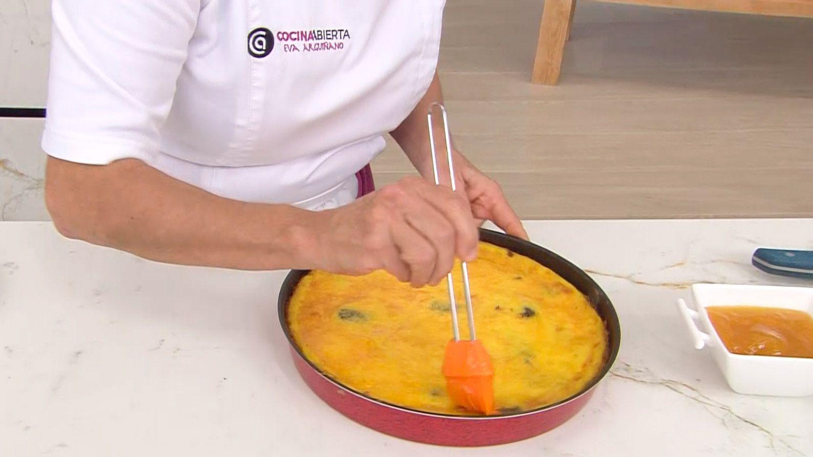 Tarta de ciruelas pasas: un postre fácil al horno de Eva Arguiñano - paso 6