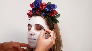 Cómo hacer maquillaje de Catrina o calavera mexicana - paso 2