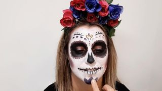 Cómo hacer maquillaje de Catrina o calavera mexicana - paso 9