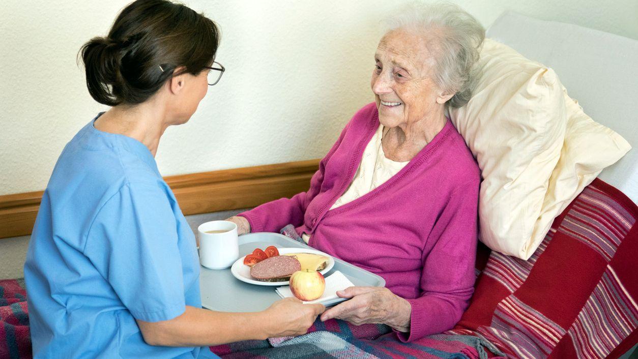 cuidar mayores dependientes toque de queda