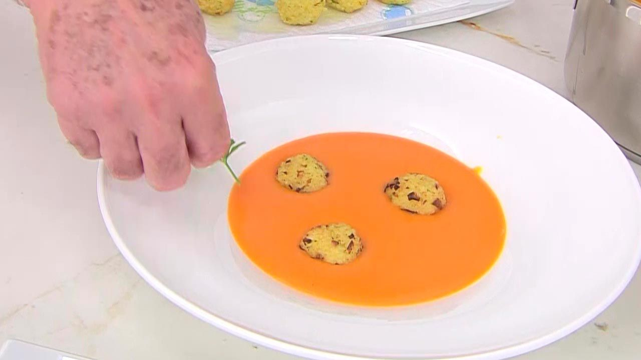 Crema de calabaza y naranja con bocados de mijo