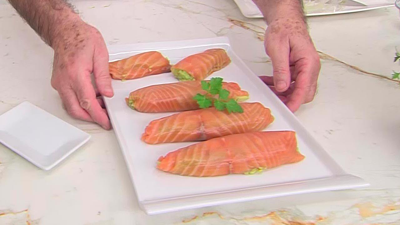 Rollitos de salmón ahumado y aguacate