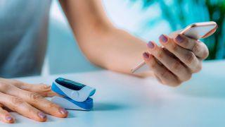 5 artículos tecnológicos para mejorar la salud - Oxímetro