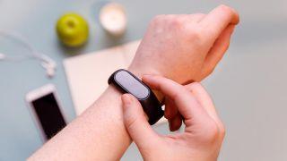 5 artículos tecnológicos para mejorar la salud - Pulsera de actividada