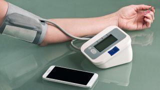 5 artículos tecnológicos para mejorar la salud - Tensiómetro