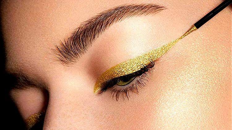 Tendencias de maquillaje para Navidad: eyeliner dorado