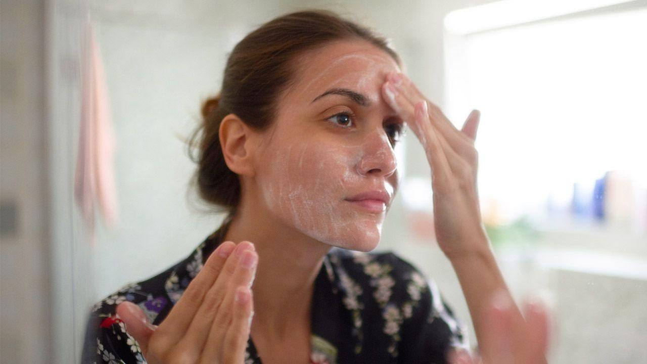 Tips para cuidar la piel en invierno - limpieza cutis