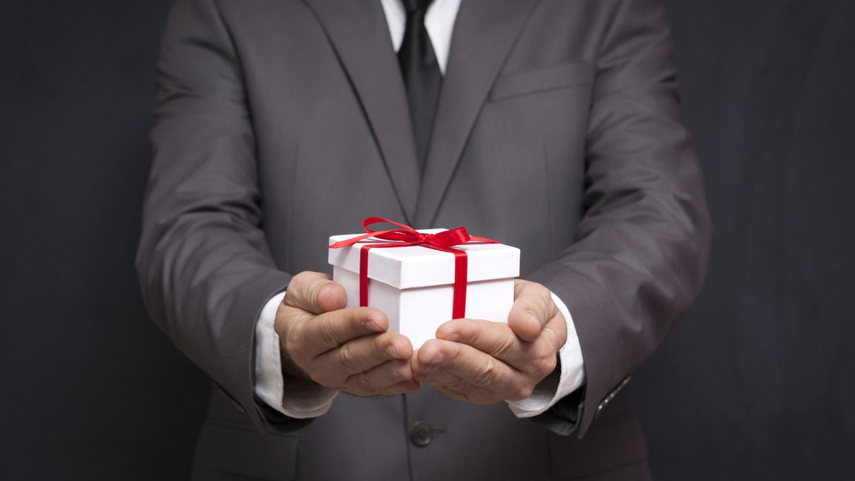 Cesta de Navidad, un regalo y un derecho que tributa a Hacienda