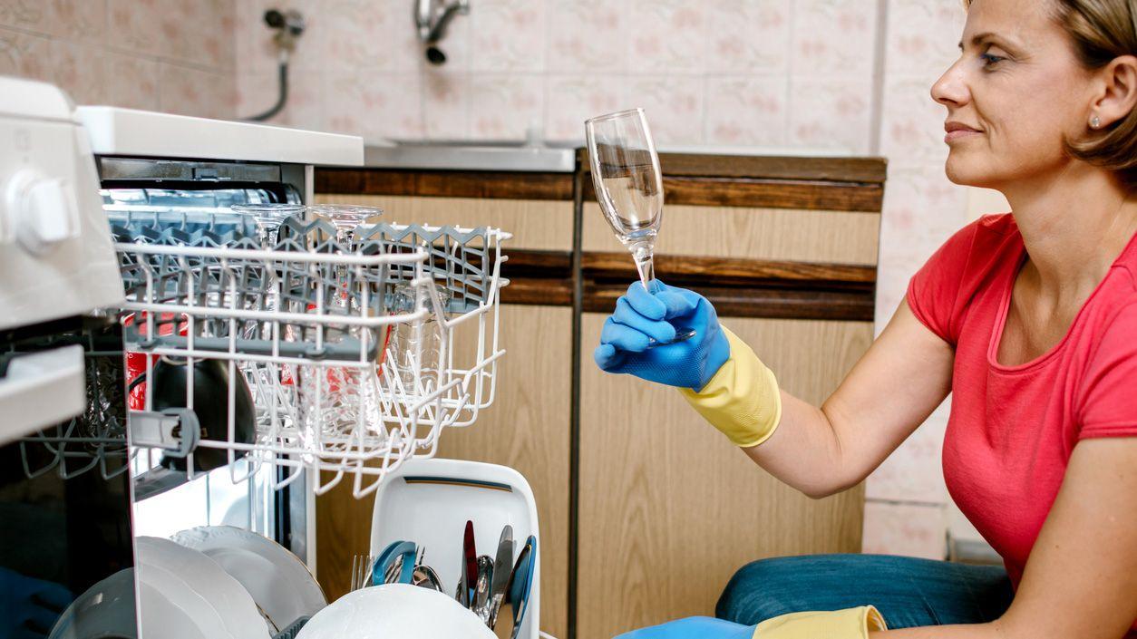 Cómo eliminar la cal de vasos y copas de cristal