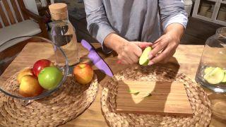 Cómo hacer vinagre de manzana, un aliado saludable y sencillo de preparar - Cortar manzanas