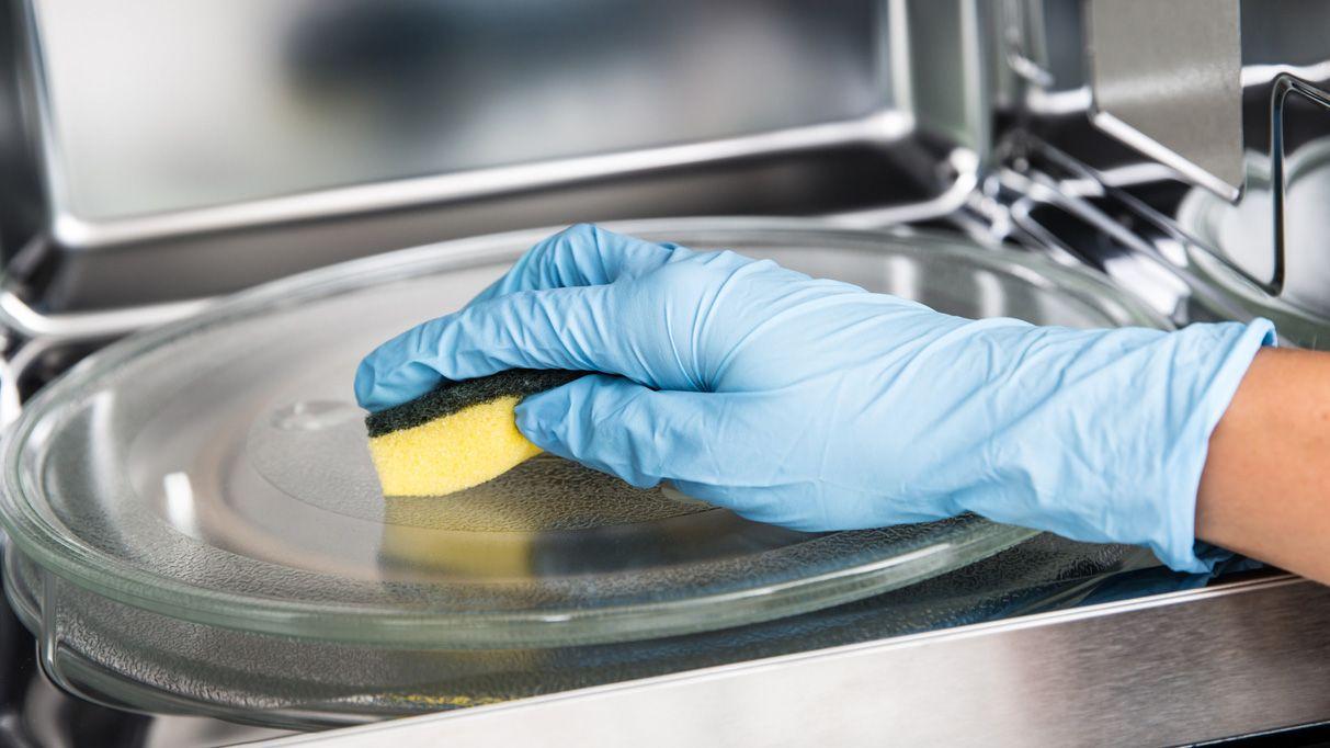 Cómo limpiar el microondas con vinagre