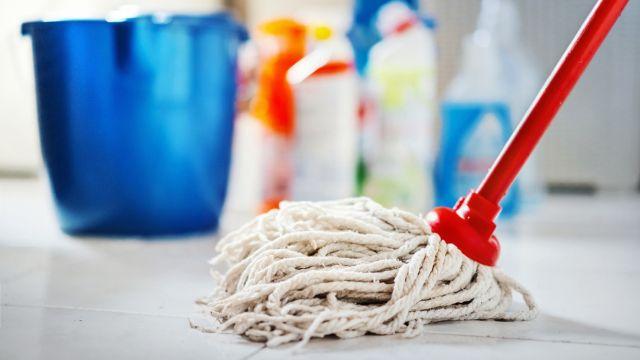 Usos del alcohol de limpieza en el hogar