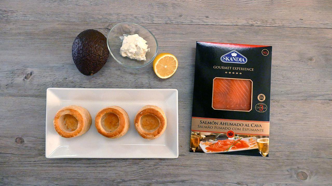 Ingredientes de los volovanes de salmón ahumado al cava, aguacate y queso crema
