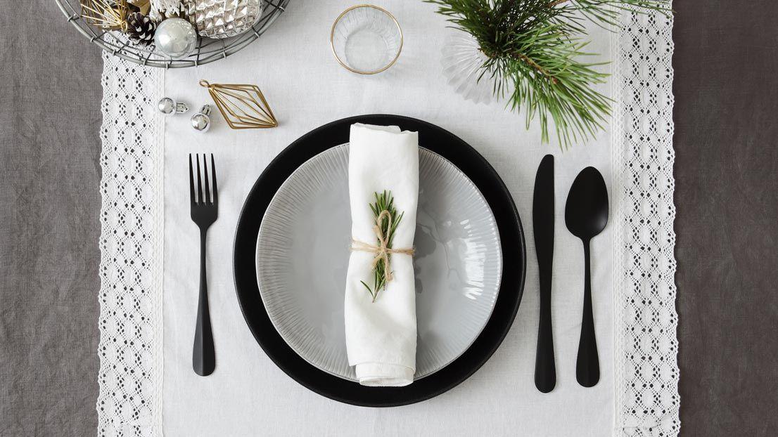 Ideas para decorar la mesa en Navidad - Decoración en negro