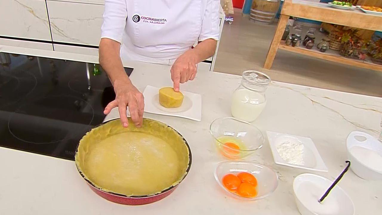 Receta de tarta de yema tostada y crema pastelera casera de Eva Arguiñano - paso 1