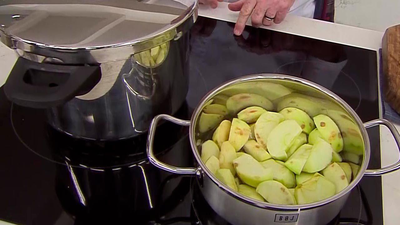 Cochinillo asado con puré de manzana
