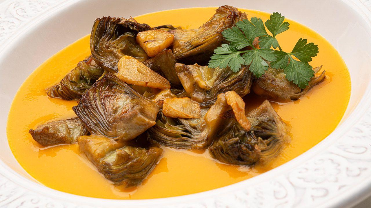 Alcachofas Salteadas Con Crema De Calabaza Receta De Karlos Arguiñano En Cocina Abierta Hogarmania