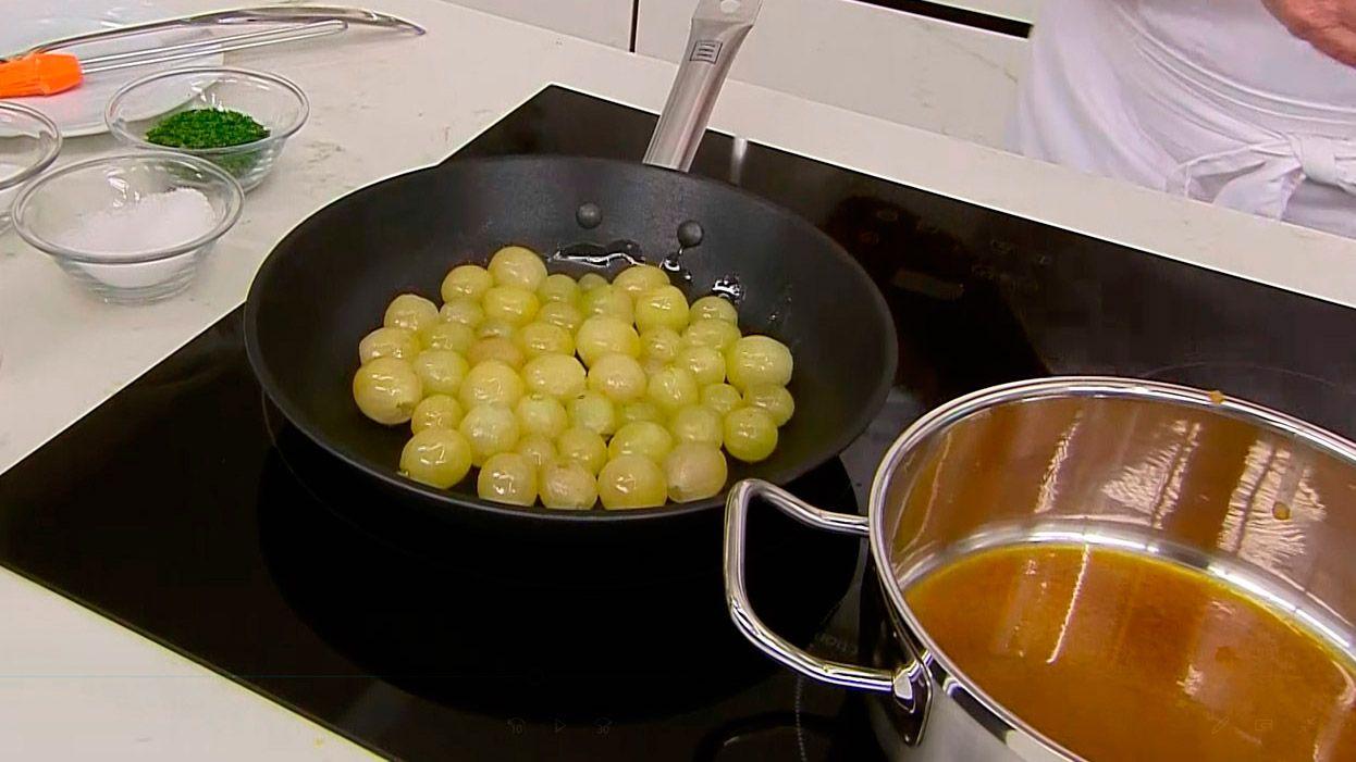 Receta de pollo asado con uvas de Karlos Arguiñano - paso 4