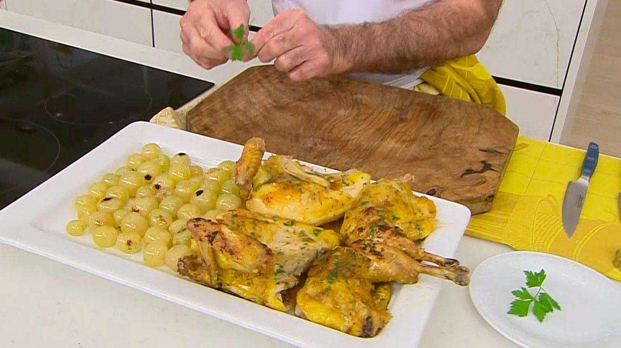 Receta de pollo asado con uvas por Karlos Arguiñano - Paso 5
