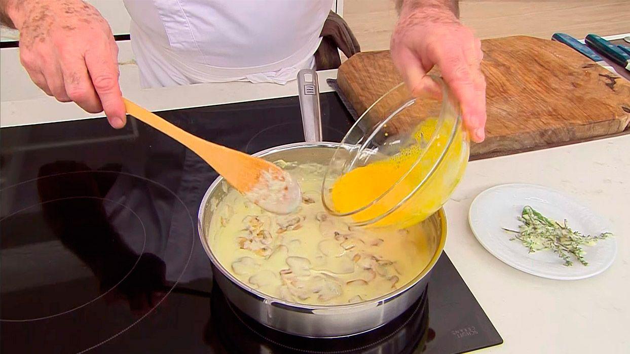 Solomillo de cerdo con salsa poulette por Karlos Arguiñano - Paso 4
