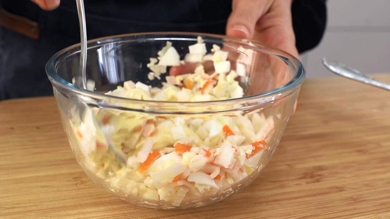 Mezcla de huevo, surimi, cebolleta y mayonesa
