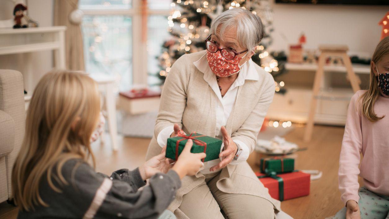 Cómo minimizar el riesgo de contagio en reuniones familiares y de allegados