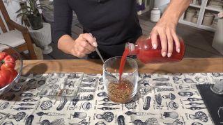 Truco para mejorar el tránsito intestinal - Zumo de tomate