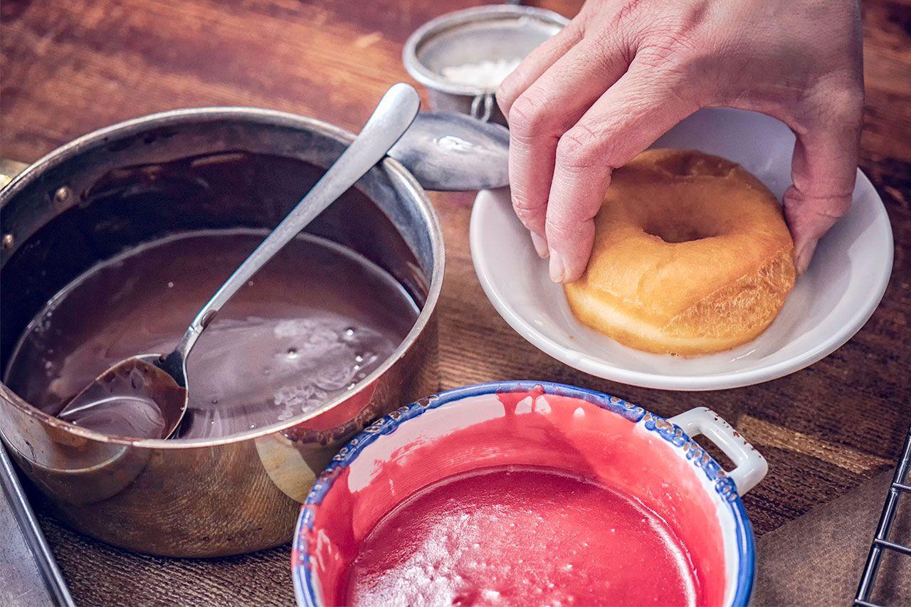 Cómo hacer donuts caseros esponjosos - Chocolate y fresa