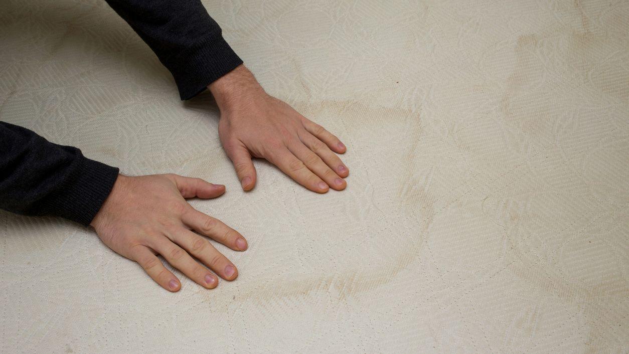 Limpiar el colchón con trucos caseros