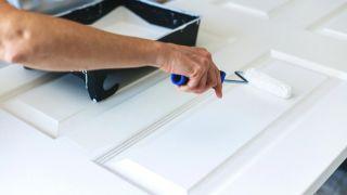 Cómo pintar y barnizar las puertas de casa