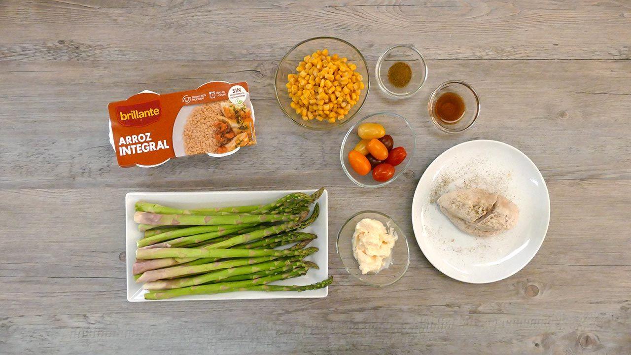 Ingredientes de la receta Ensalada de arroz integral con pollo y espárragos trigueros