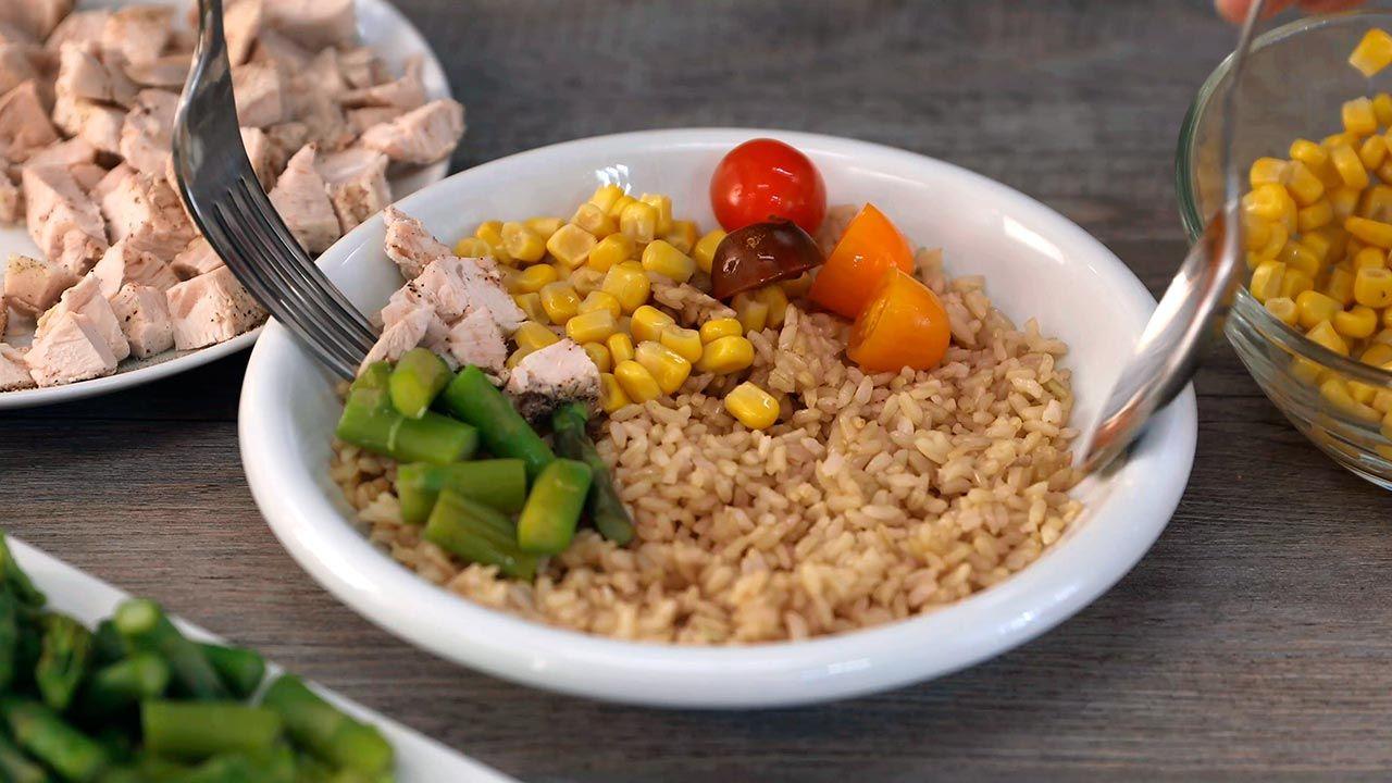 Receta de Ensalada de arroz integral con pollo y espárragos trigueros - Paso 4