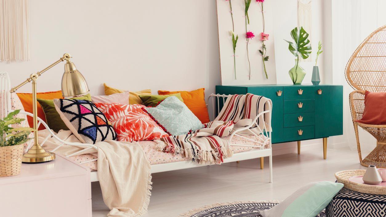 Cojines primaverales para decorar el sofá