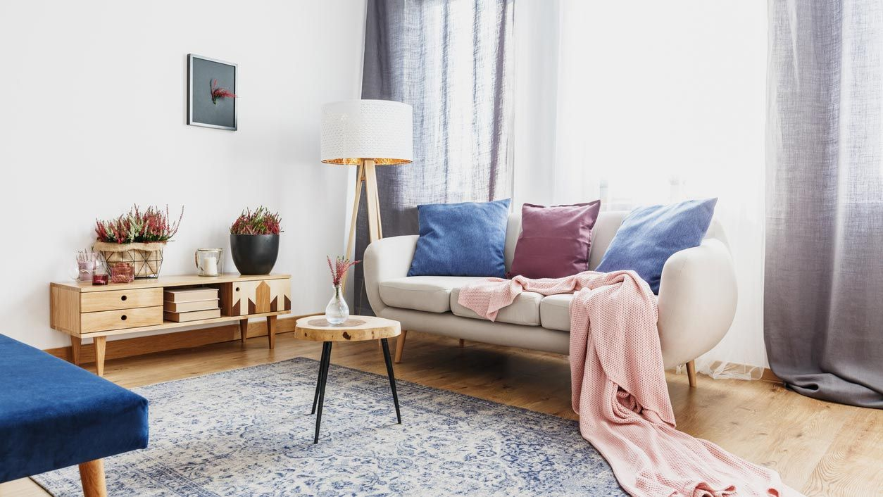 Los colores estrella de la decoración del hogar: Azules, mostazas y violetas