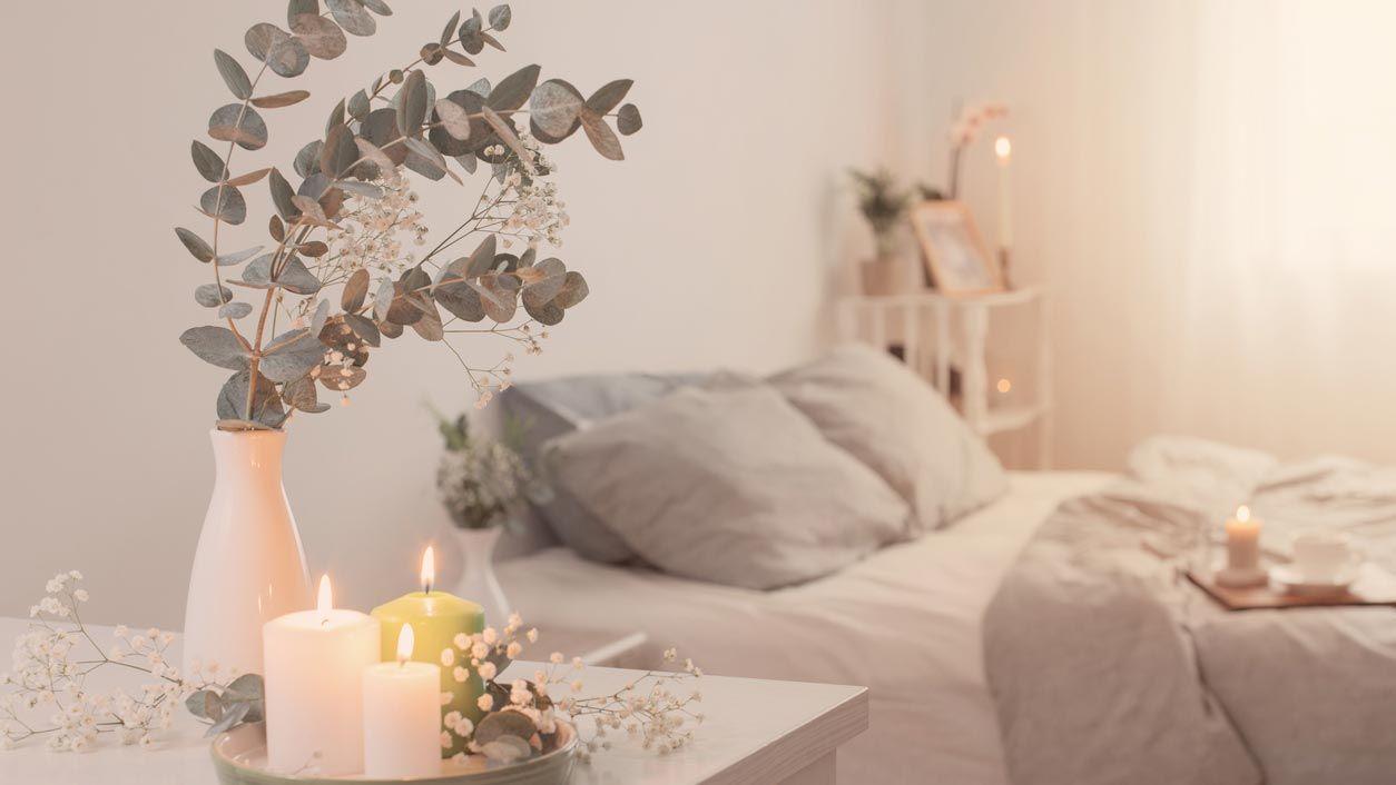 Un dormitorio decorado en gris da luminosidad, es relajante y da amplitud