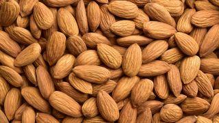 Harina de almendras: beneficios y cómo hacerla - Almendras naturales peladas