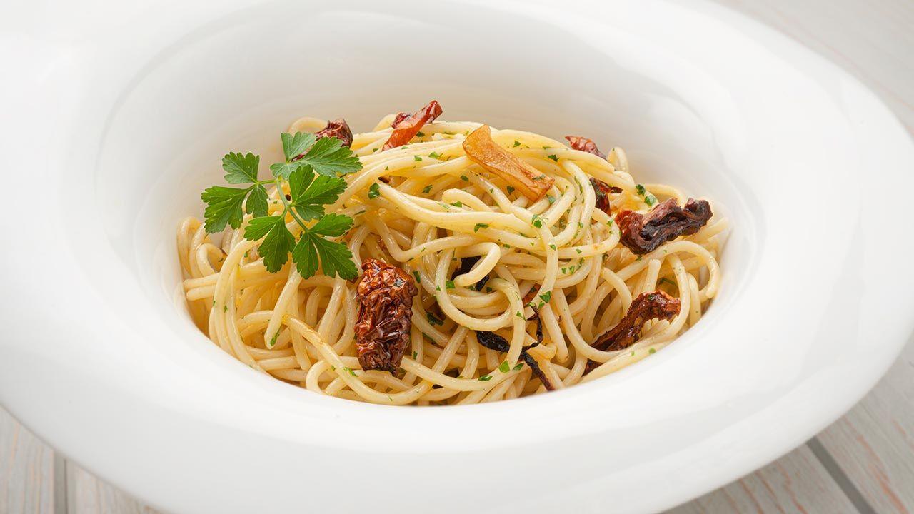 Receta de espaguetis al ajillo de Karlos Arguiñano