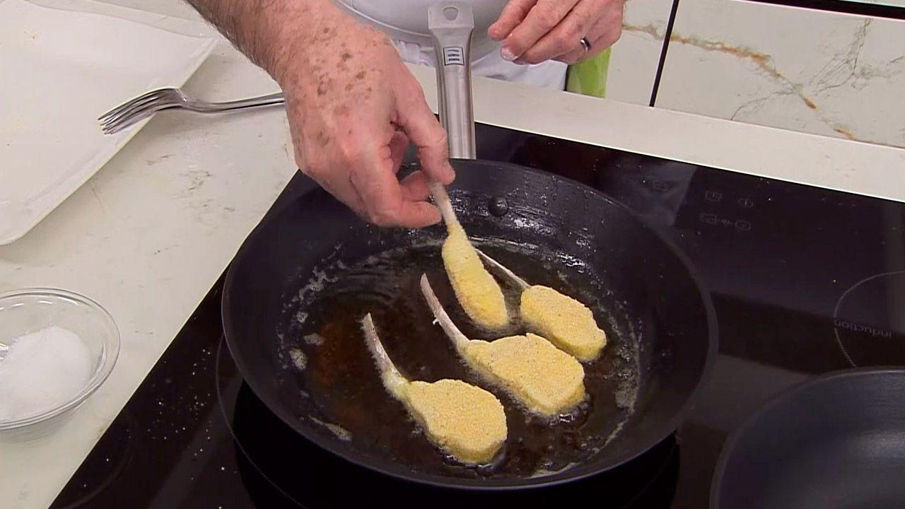 Receta de chuletillas de cordero Villeroy por Karlos Arguiñano - Paso 4