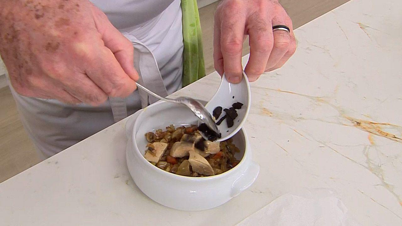 Receta de sopa de trufas con hojaldre por Karlos Arguiñano - Paso 2