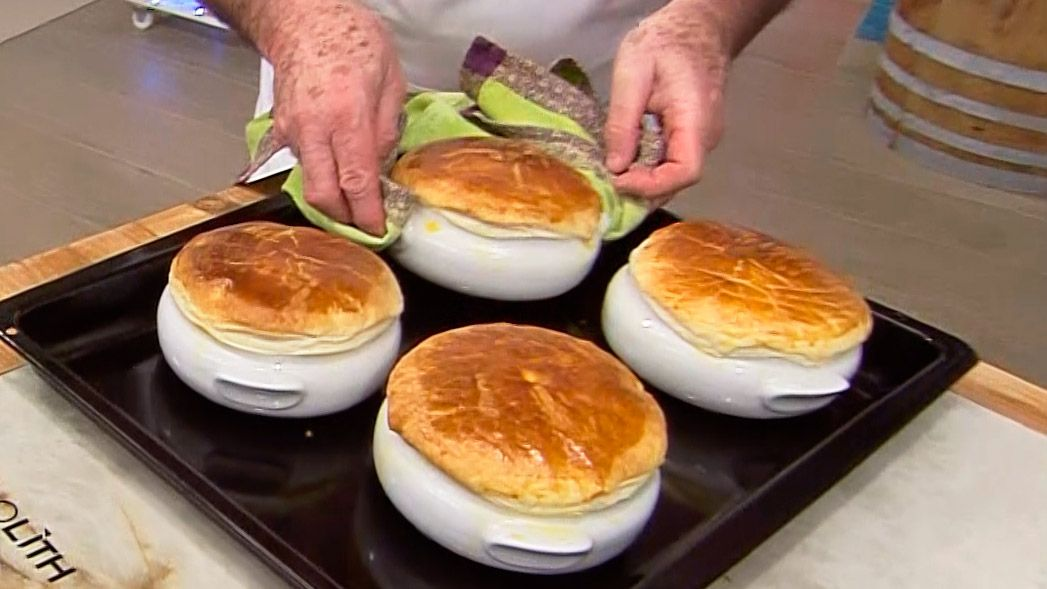 Receta de sopa de trufas con hojaldre por Karlos Arguiñano - Paso 5