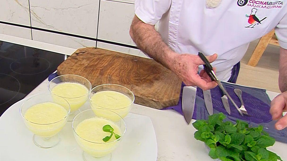 Granizado de piña colada con leche de coco, receta fácil y rápida de Karlos Arguiñano - paso 4
