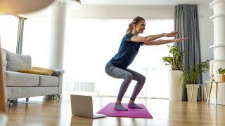 Los ejercicios de fuerza con pesas, ¿antes o después del cardio? - Sentadillas