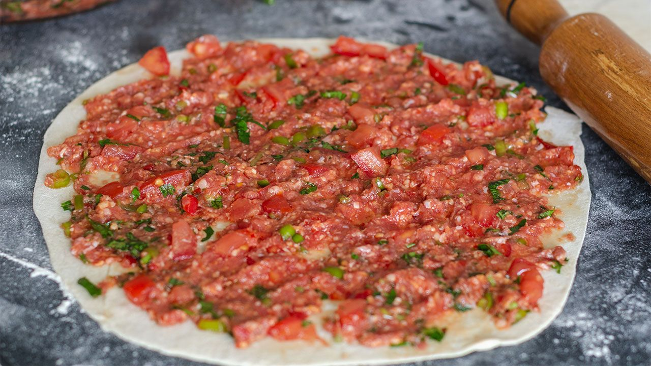 Cómo hacer la pizza tradicional turca Lahmacun - paso 2