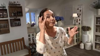 Truco para reducir las ojeras - Aplicar en el contorno de ojos