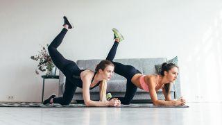 4 ejercicios para fortalecer los glúteos ¡sin salir de casa! - Patada