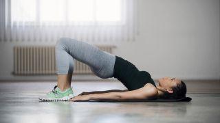 4 ejercicios para fortalecer los glúteos ¡sin salir de casa! - Puente