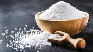 5 remedios para prevenir la caída del cabello - Sal marina