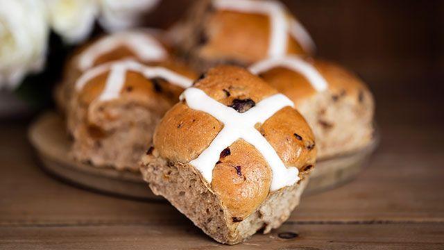 Bollos de Pascua ingleses (Hot cross buns) - paso 9