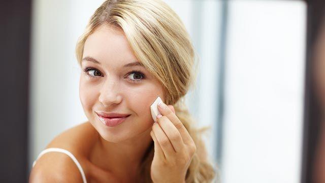 Cómo aplicar base de maquillaje para acabado natural
